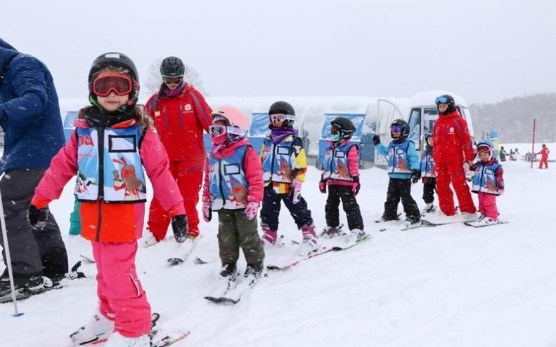 Kids Ski Free 1